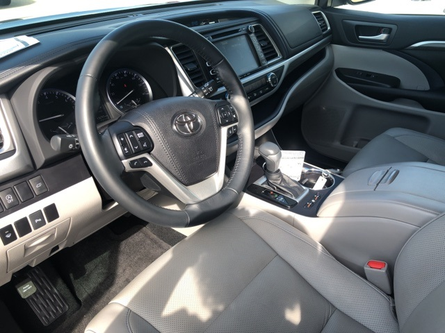 Pre-Owned 2017 Toyota Highlander Limited